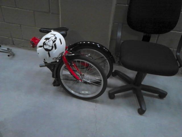 No trabalho, a bike ficou num cantinho, sem incomodar ninguém.